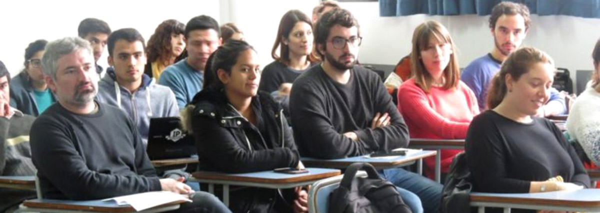 reunion de investigadores de proyectos P+D y PPID en un aula de la facultad de periodismo