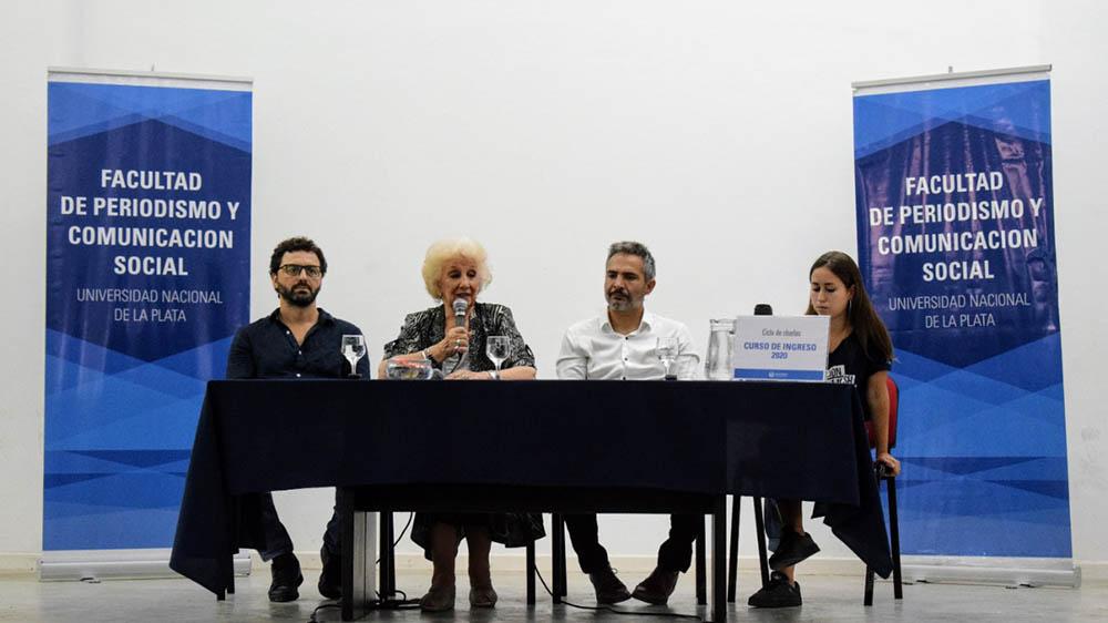 Foto del panel en el que participaron Estela de Carlotto, Matias Moreno, Leonardo Fosatti y la presidenta del centro de estudiantes Sifia de Benedetto