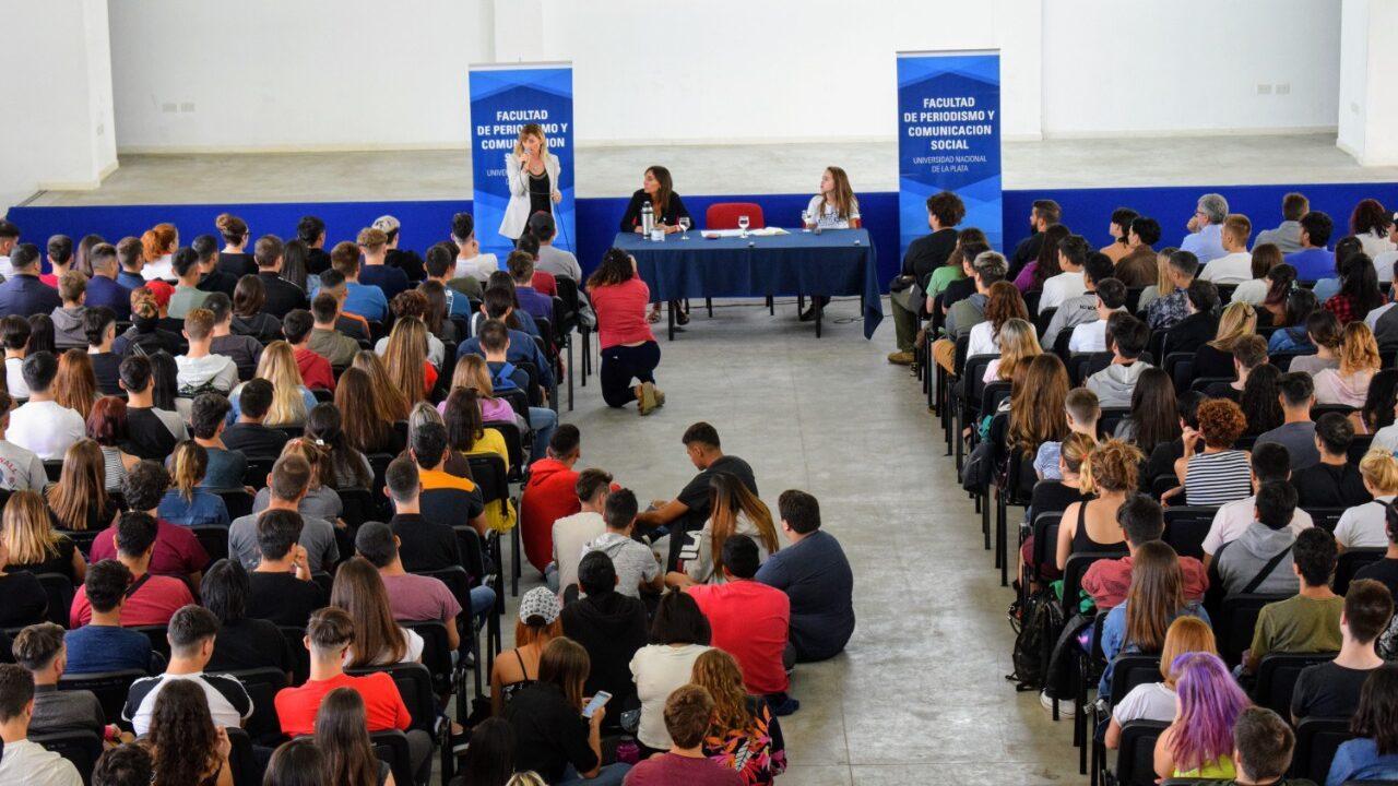 Estudiantes durante la charla introductoria
