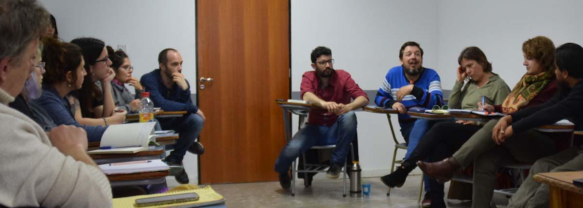 Grupo de extensionistas en reunion de produccion